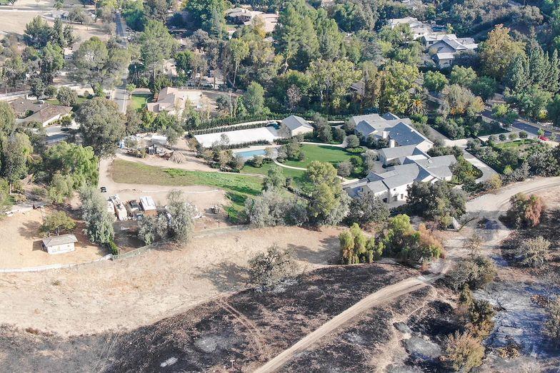Kim i Kanye wynajęli prywatnych strażaków, by chronili ich dom przed pożarem. Opłaciło się