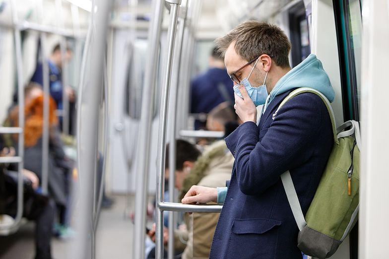 Droga do pracy nawet w maseczce może, przy skali epidemii nie być bezpieczna.