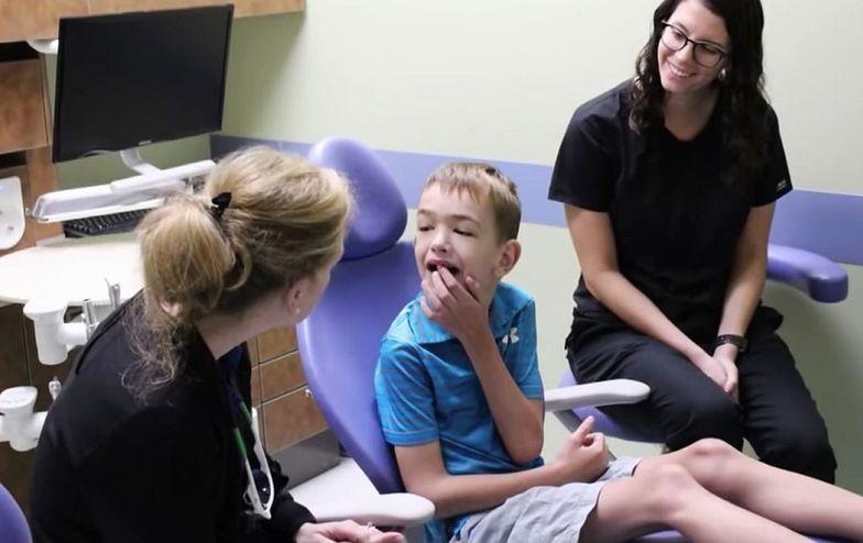 Myśleli, że ich syn jest niemową. Pomogła wizyta u dentysty
