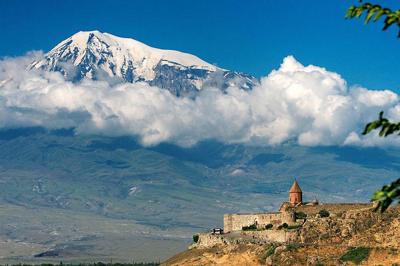Zagadkowe szczątki na górze Ararat: Czy to legendarna Arka Noego?