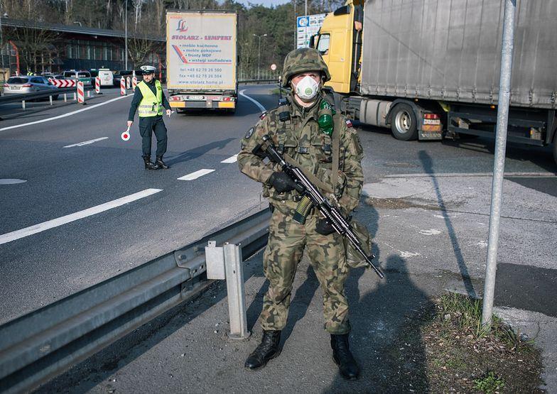 Koronawirus w Polsce. Żołnierze, głównie żandarmi, będą patrolować ulice razem z policją.