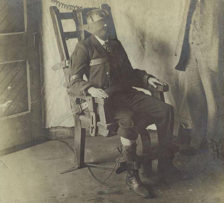 Podczas wykonywania kary śmierci przy użyciu krzesła elektrycznego często popełniano błędy, których skutki były makabryczne…