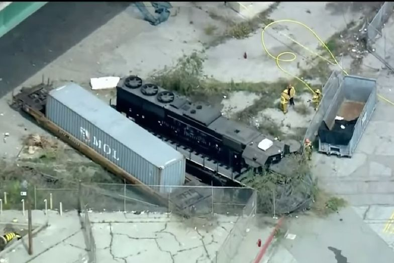 44-latek próbował rozbić pociąg na statku szpitalnym należącym do Marynarki Stanów Zjednoczonych.