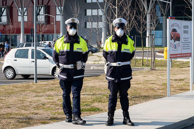 Policja na ulicach Vo' Euganeo