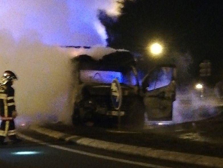 Francuzi podpalili polskie auto. Spłonęło doszczętnie