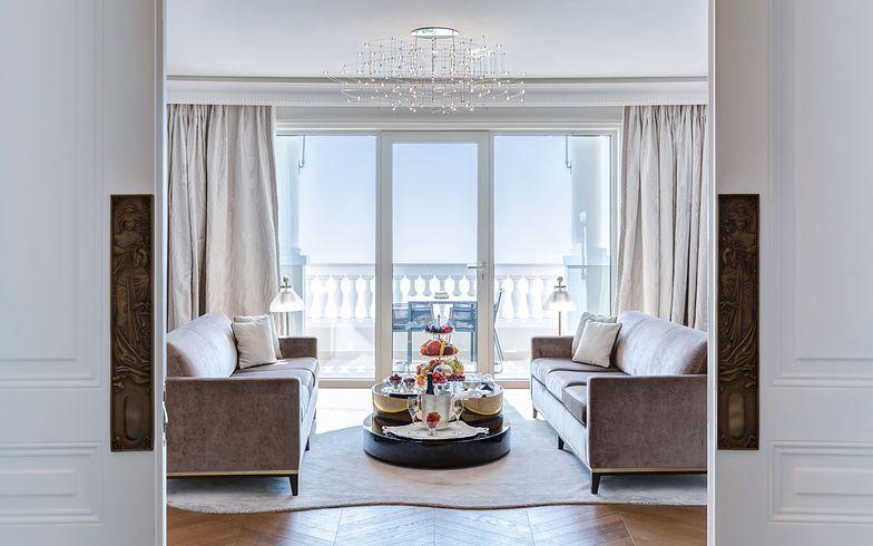 Wytworne wnętrza Hotelu de Paris przypadną do gustu wielbicielom elegancji