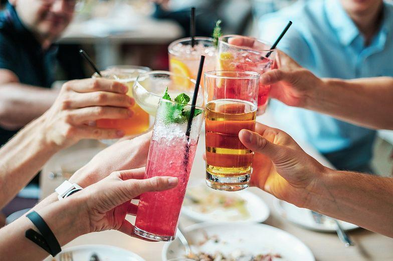 """Eksperci ostrzegają przed alkoholem. """"Nawet jeśli pijesz mało, grozi ci rak"""""""