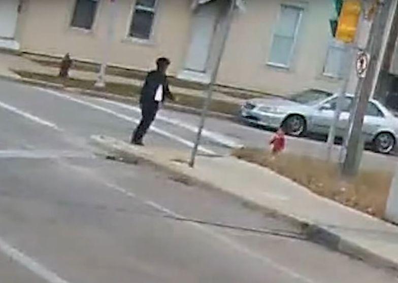 Bosa dziewczynka biegła w stronę ulicy. Dramatyczna akcja w Milwakee