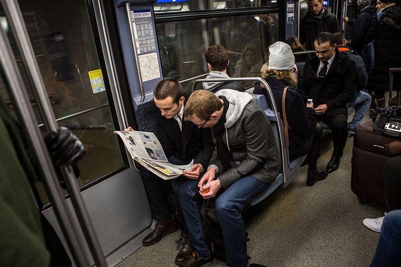 """Prysł mit bezpiecznego Paryża. """"260 tys. napaści seksualnych w komunikacji miejskiej"""""""