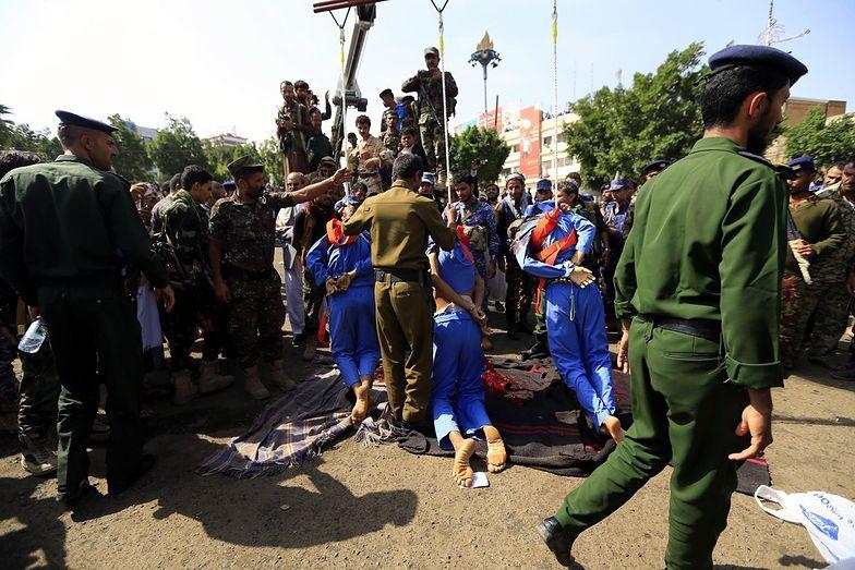 Publicznie rozstrzelano trzech pedofilów w Jemenie