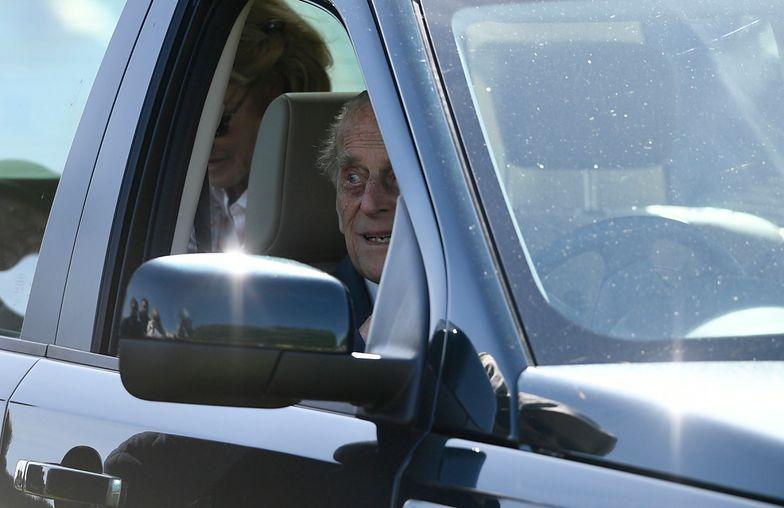 Książę Filip przyłapany na jeździe bez pasów. Dwa dni po wypadku