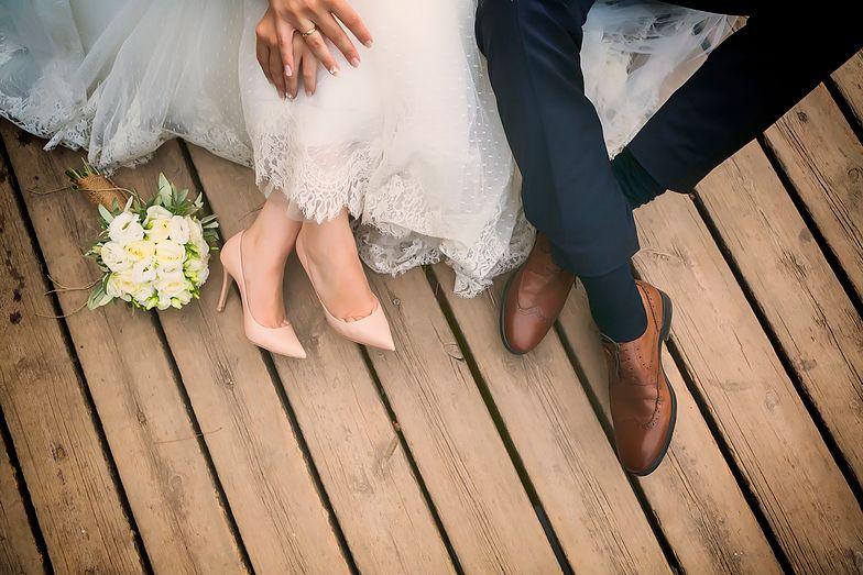 Organizacja wesela – dlaczego warto zadbać o koszyczki ratunkowe dla gości?