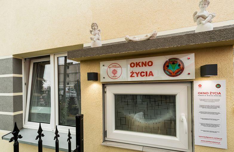 Bydgoszcz. Prawie 2-letnie dziecko podrzucone do okna życia