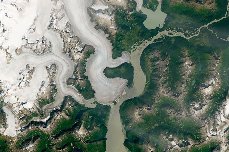 Niepokojące zdjęcia NASA. Najgrubszy lodowiec się topi