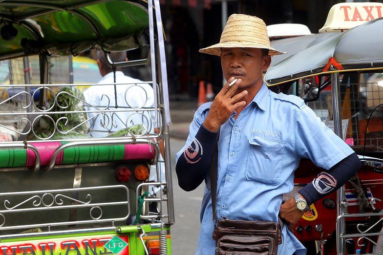 Zakaz palenia papierosów w domu. Tajlandia nie przebiera w środkach