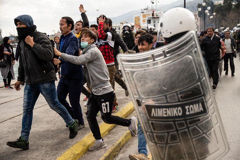 Grecja. Starcia z policją. Chodzi o ośrodki dla migrantów