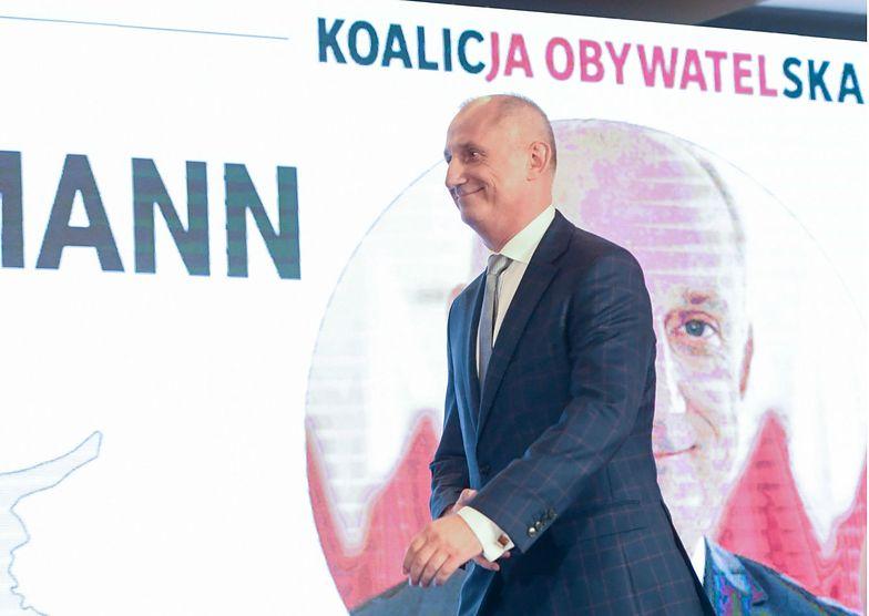 """Wyniki wyborów parlamentarnych. Sławomir Neumann mówił, że """"rzyga Tczewem"""", ale i tak dostał tam głosy."""
