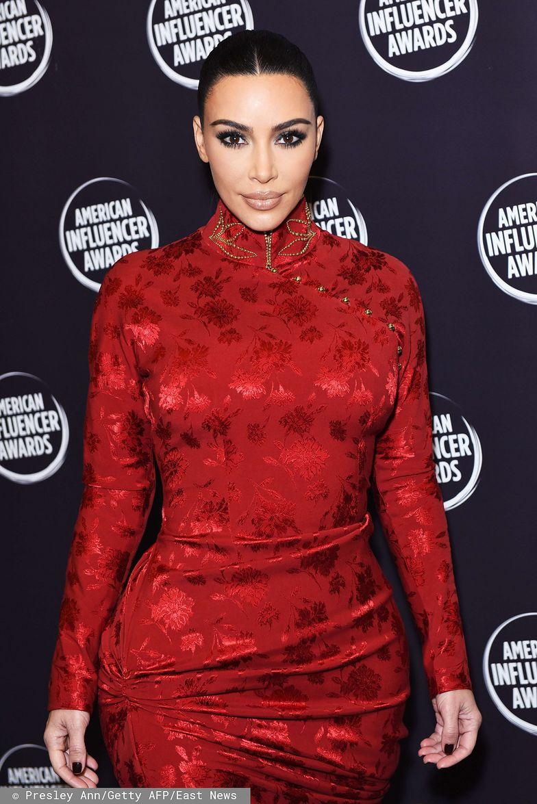 Kim Kardashian ma... SZEŚĆ PALCÓW? (FOTO)