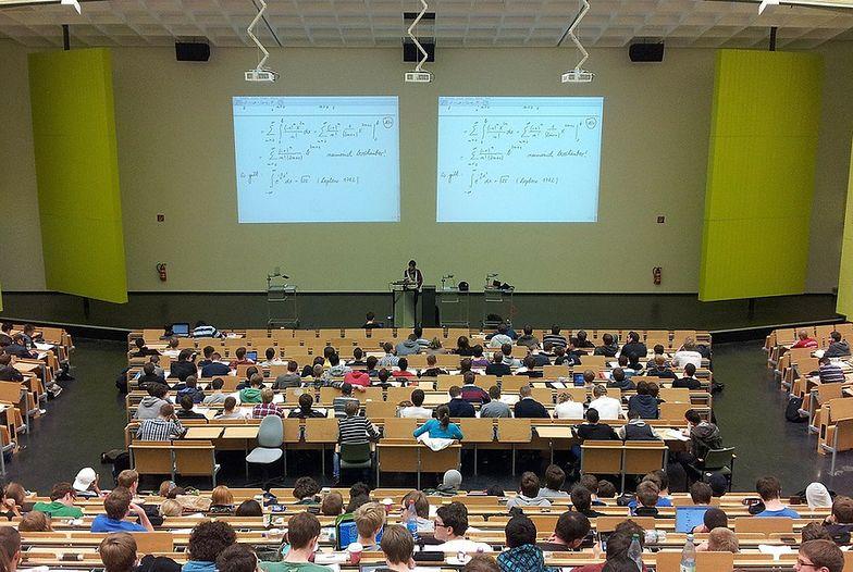 Poznański uniwersytet szuka studentów do pracy za darmo. Ich dyżury mają trwać... 48h