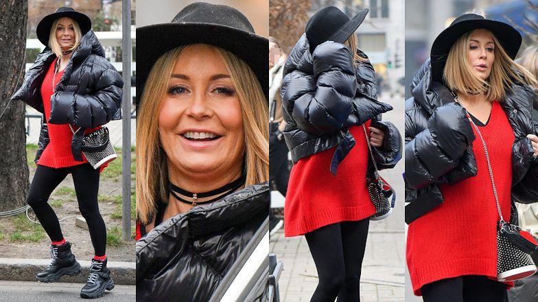 Ciężarna Małgorzata Rozenek walczy z porywami wiatru w kapeluszu na głowie i z torebką za 6 tysięcy złotych