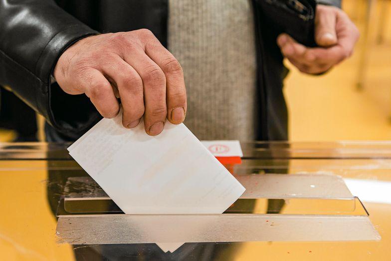 Wielu z nas marzy o tym, by wygodnie zagłosować z komputera w domu
