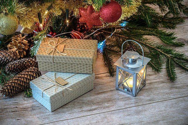 Niezawodne pomysły na prezent świąteczny dla niej i dla niego