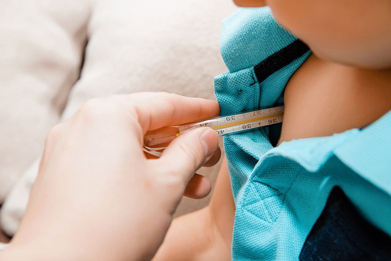 Dziecko miało 40 stopni gorączki. Porady antyszczepionkowców