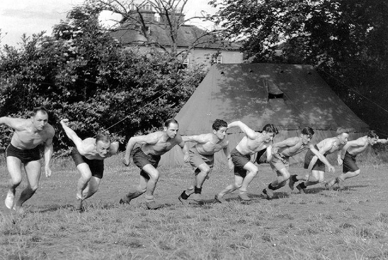 W okresie treningu każdy żołnierz musiał przebiegać dziennie co najmniej 10 kilometrów. Fotografia z Largo House, 1942-1942. Materiały Ministerstwa Informacji i Dokumentacji rządu RP na emigracji