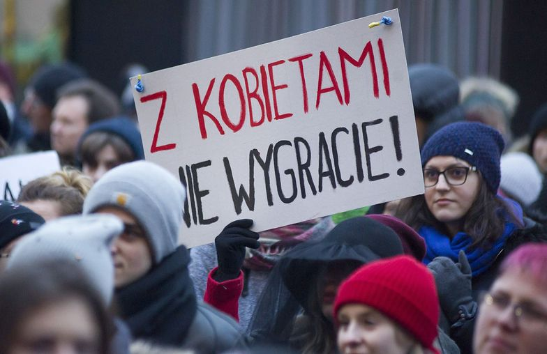 Spór o żeńskie końcówki. Co o nim sądzą Polki i Polacy? [BADANIE]
