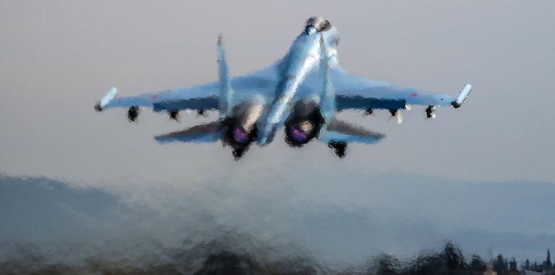 Rosyjski samolot Su-35 startuje z bazy Humajmim w Syrii