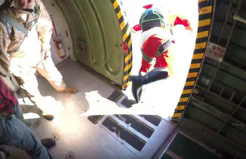 Imprezie Skydiving Santas  na Cocoa Beach na Florydzie w USA.
