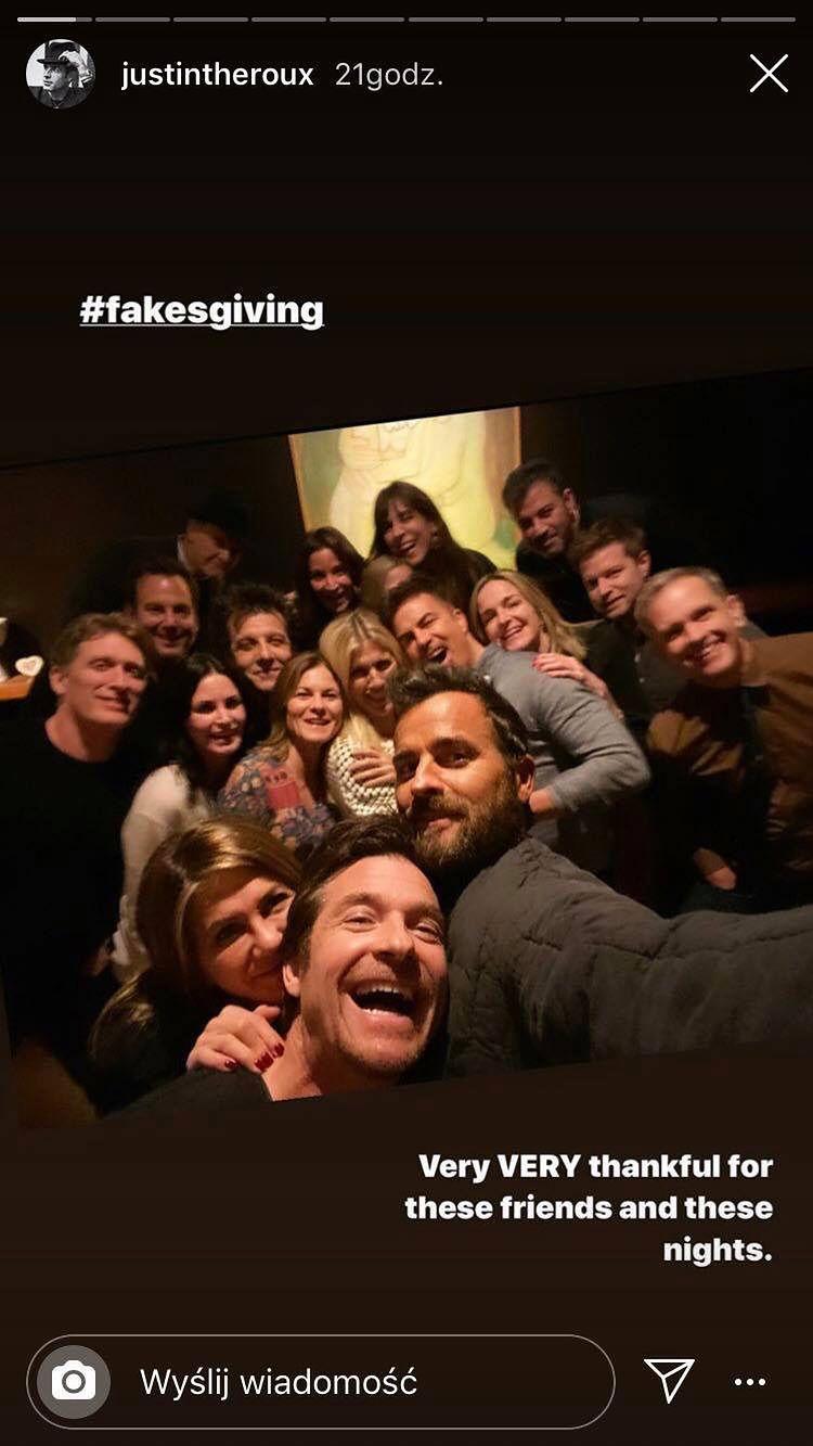 """Imprezowa Jennifer Aniston zorganizowała tradycyjne """"kumplodziękczynienie"""". Wpadł... jej były mąż (FOTO)"""