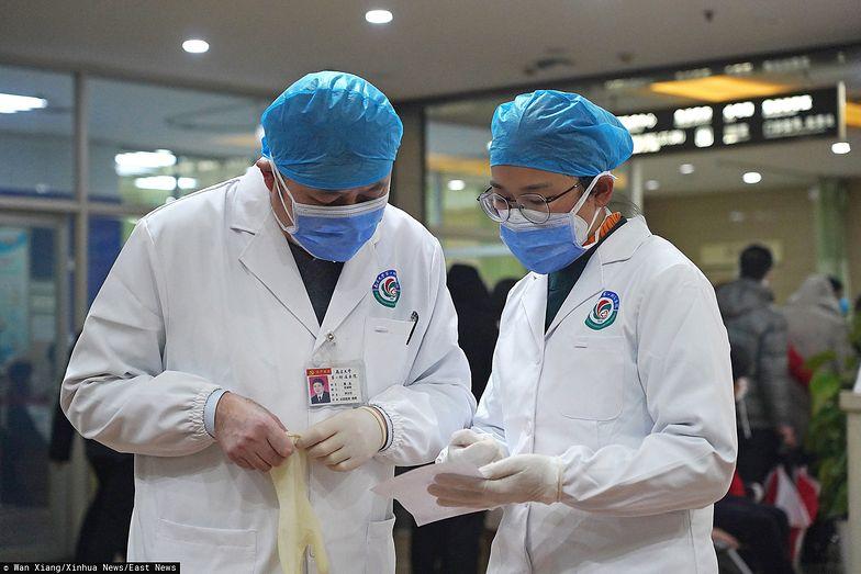 Zdolność koronawirusa do przenoszenia się jest coraz silniejsza, a liczba infekcji wywołanych nowym wirusem może nadal rosnąć.