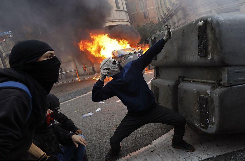 Dantejskie sceny na ulicach Barcelony