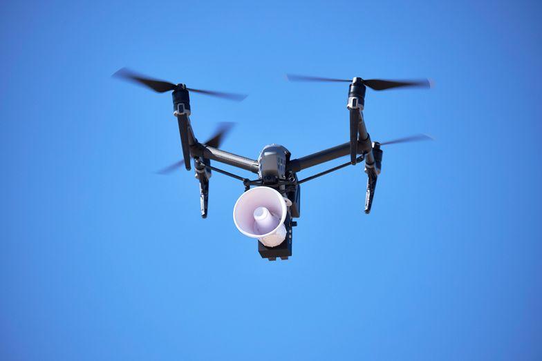 Władze jednego z włoskich miast wykorzystały drony do zwracania uwagi mieszkańcom