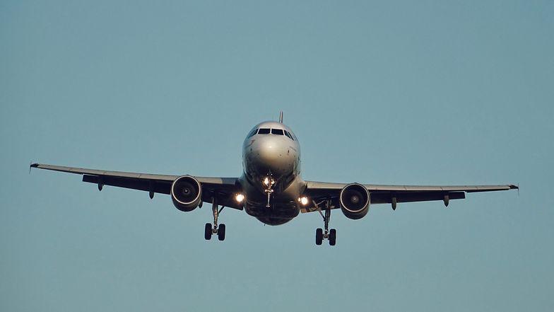 Samolot pasażerski pod ostrzałem. Pilot musiał podjąć szybką decyzję