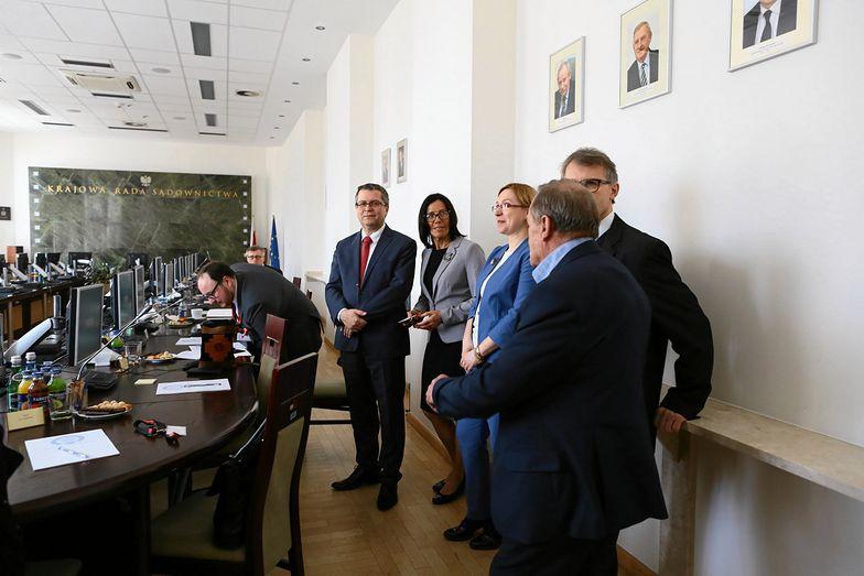 Krajowa Rada Sądownictwa. Pierwsza z lewej: sędzia Teresa Kuracyusz-Furmanik