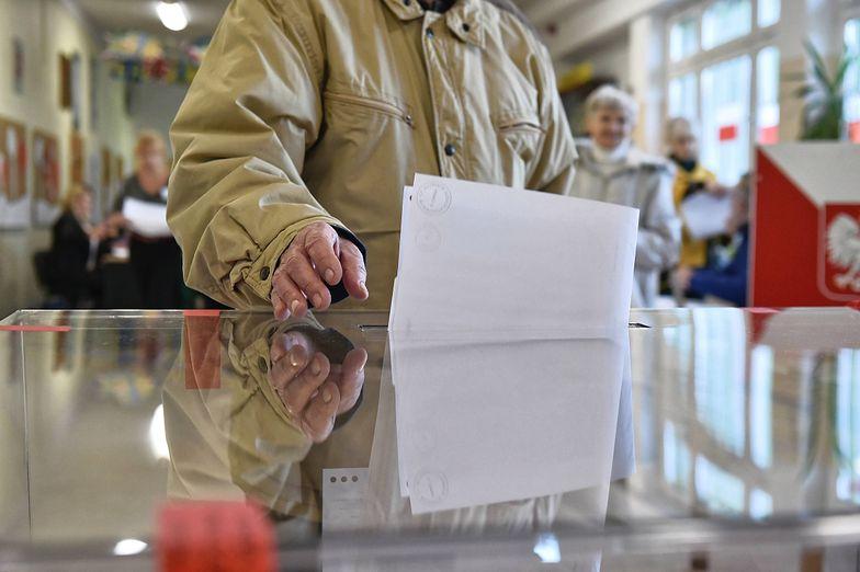 Afera w Działoszynie. Burmistrz skreślony z listy tuż przed rozpoczęciem głosowania.