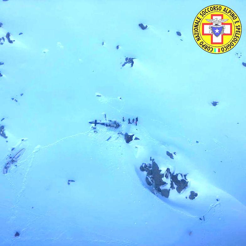 Lodowiec Rutor w Alpach. Zderzenie śmigłowca z samolotem