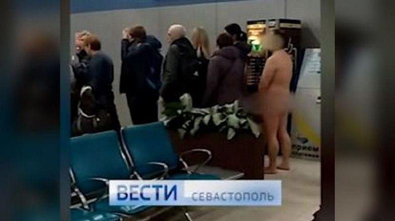 Rosja. Mężczyzna rozebrał się do naga podczas odprawy na lotnisku