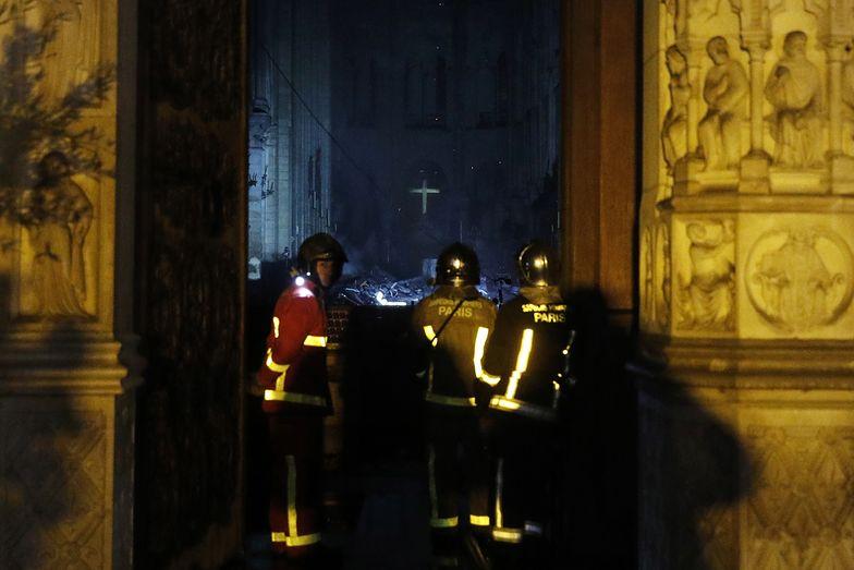 Notre Dame. Mury katedry ocalały
