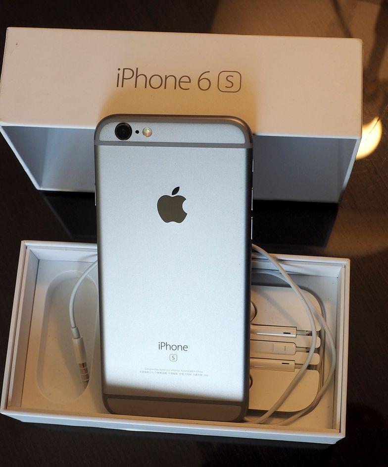 iPhone 6s wraz z ładowarką