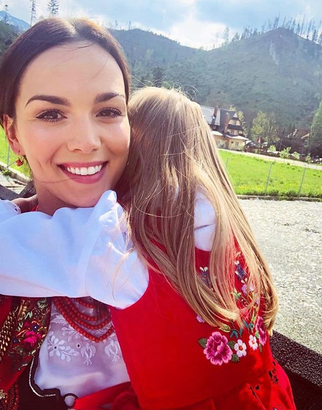 """Paulina Krupińska przekonuje, że rodzina to największe szczęście. Fanki polemizują: """"A single, świadomie nieposiadające dzieci pary?"""""""
