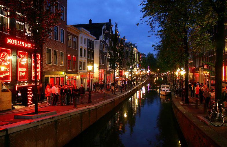 """Amsterdam nocą to """"dżungla bezprawia"""". Policja bezsilna"""