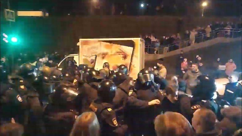 """Rosja. Starcia w czasie protestu przeciw budowie """"radioaktywnej obwodnicy"""""""