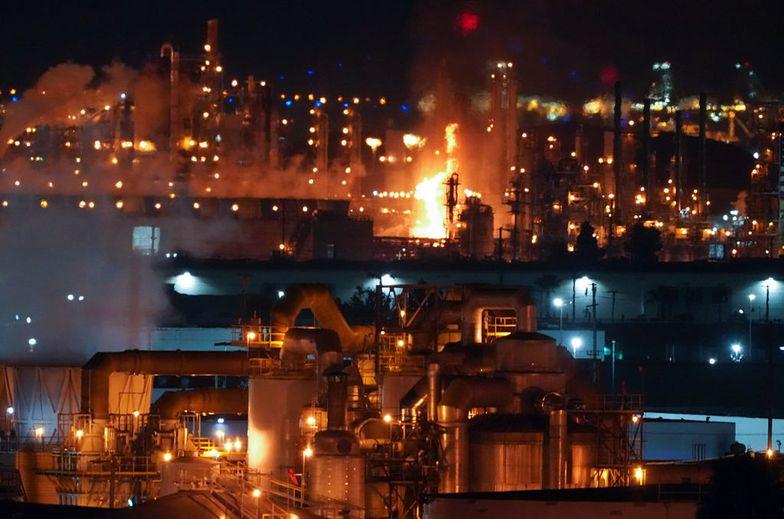 USA. Eksplozja w rafinerii w Kalifornii. Strażacy walczą z ogromnym pożarem