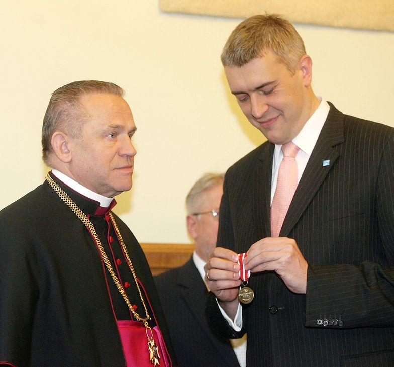 Roman Giertych wręczył medal ks. Jankowskiemu
