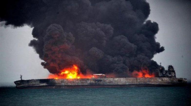 """Statek zamienił się w pochodnię. Iran: """"Atak na tankowiec"""""""