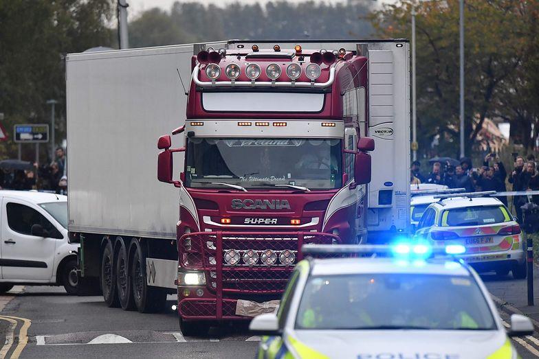Zwolniono za kaucją troje podejrzanych o spowodowanie śmierci 39 osób w Essex.