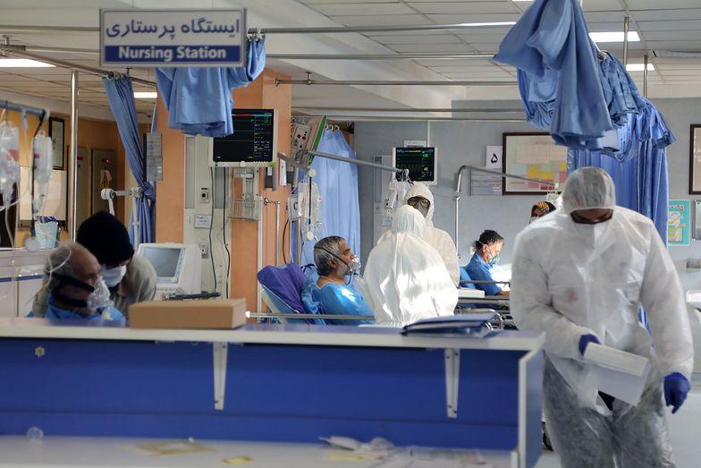 Koronawirus. Irańczycy umierają przez przedawkowanie alkoholu. Przez plotkę, że jest lekarstwem